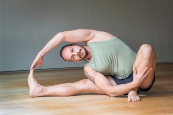 Herkes için Evde Yoga